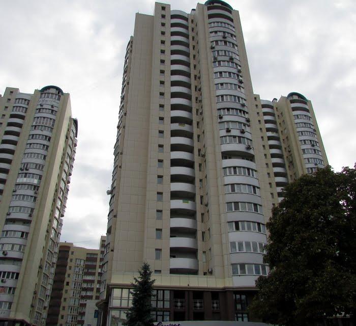 рекдама в елітних будинках Києва, Бровароов