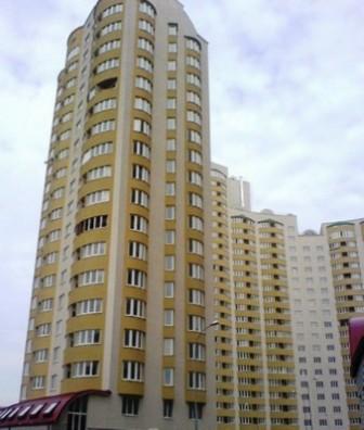 реклама в подъездах жилых домов на Левом берегу Киева