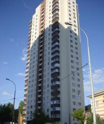 реклама возле лифтов в жилых домах Киева