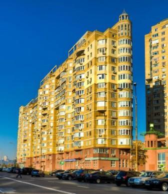 реклама возле лифтов в новостройках Киева на Левом берегу
