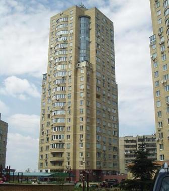 реклама возле лифтов новостроек Киева